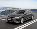 2019 Toyota Camry Hybrid (Euro-Spec) Front Three-Quarter Wallpaper 150x120 (14)