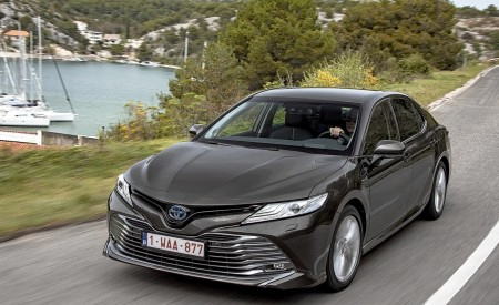 2019 Toyota Camry Hybrid (Euro-Spec) Wallpapers