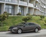 2019 Toyota Camry Hybrid (Euro-Spec) Front Three-Quarter Wallpapers 150x120 (33)
