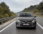 2019 Toyota Camry Hybrid (Euro-Spec) Front Three-Quarter Wallpapers 150x120 (17)