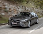 2019 Toyota Camry Hybrid (Euro-Spec) Front Three-Quarter Wallpapers 150x120 (3)