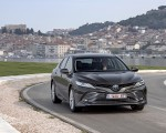 2019 Toyota Camry Hybrid (Euro-Spec) Front Wallpaper 150x120 (37)