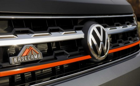 2019 Volkswagen Atlas Basecamp Concept Badge Wallpaper 450x275 (21)
