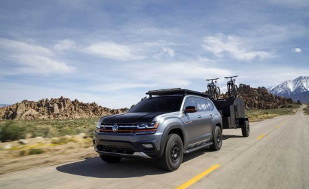 2019 Volkswagen Atlas Basecamp Concept Front Three-Quarter Wallpaper 450x275 (2)