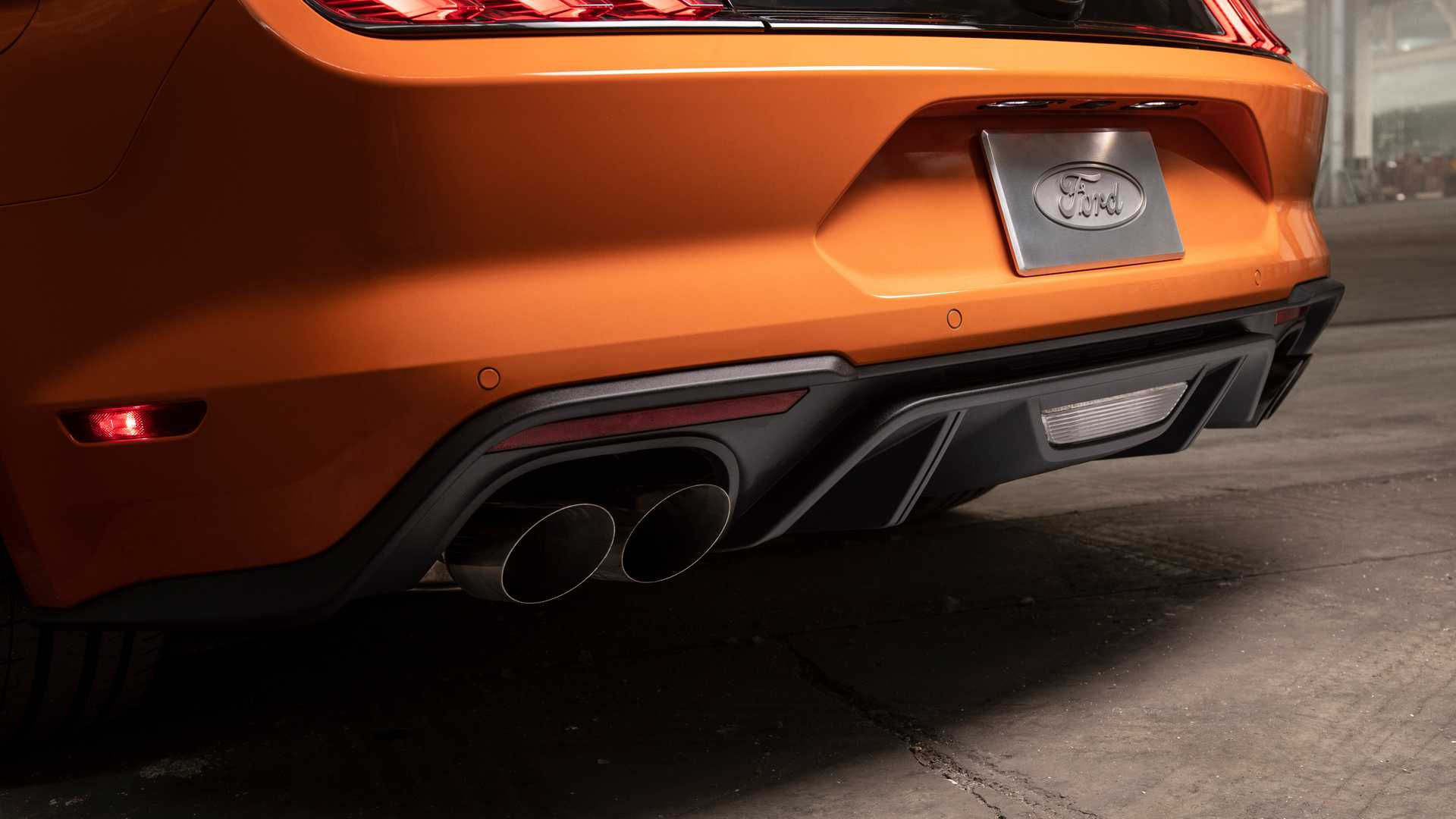 2020 Ford Mustang 2.3L High Performance Package Exhaust Wallpapers (14)