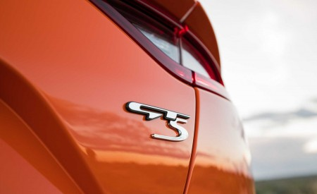 2020 Kia Stinger GTS Badge Wallpaper 450x275 (14)