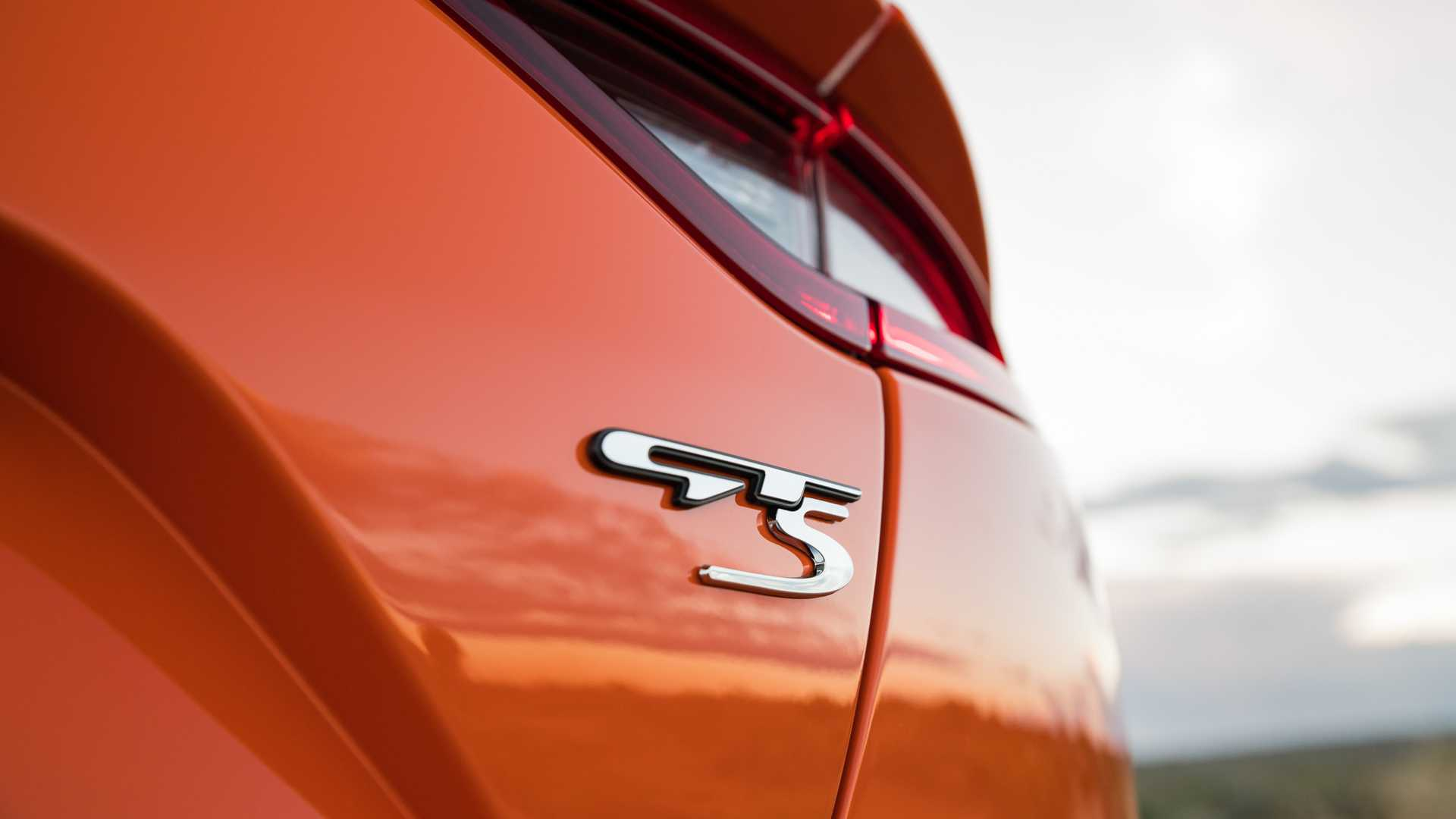 2020 Kia Stinger GTS Badge Wallpaper (14)