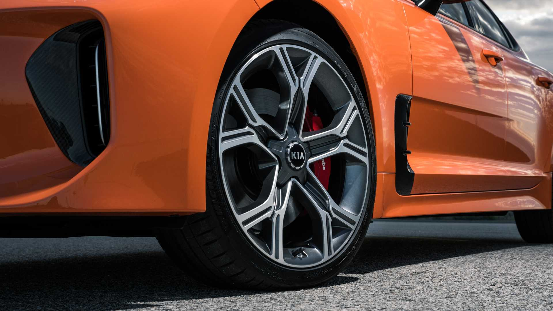 2020 Kia Stinger GTS Wheel Wallpaper (7)