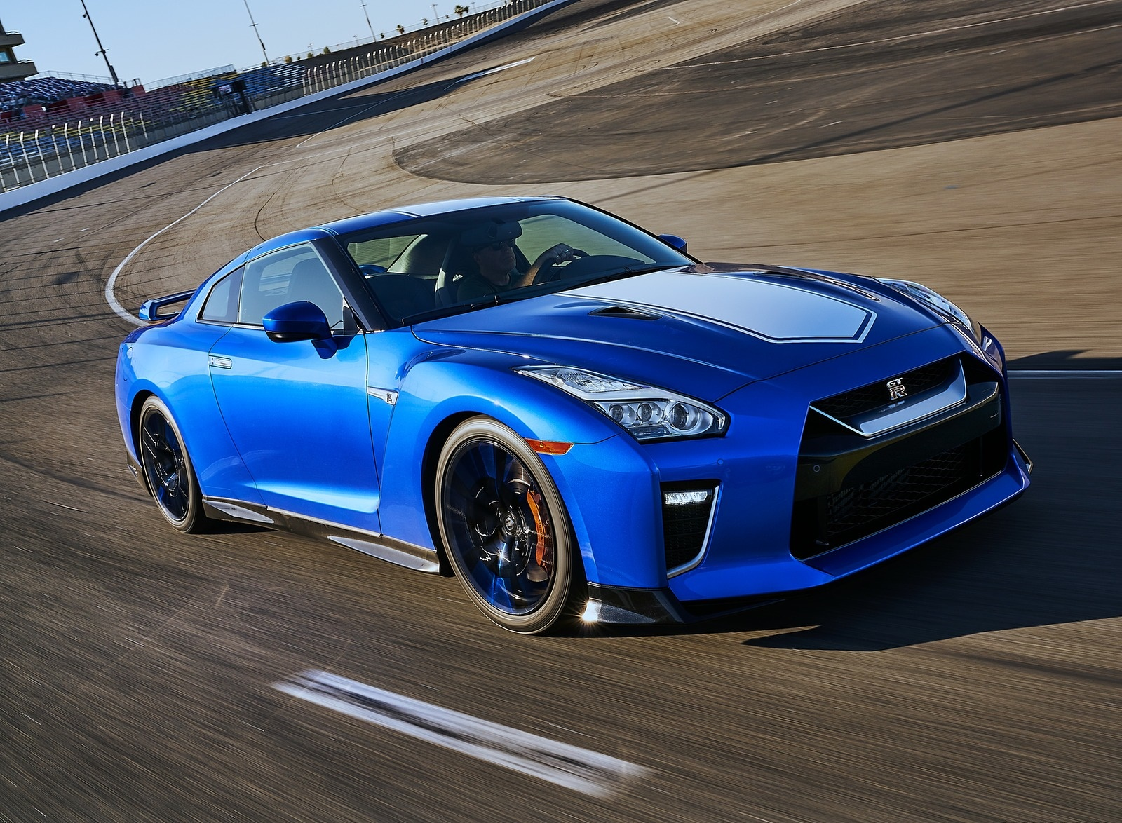 2020 Nissan GT-R 50th Anniversary Edition Front Three-Quarter Wallpapers (2)