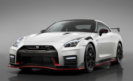 2020 Nissan GT-R NISMO Front Three-Quarter Wallpapers 450x275 (83)