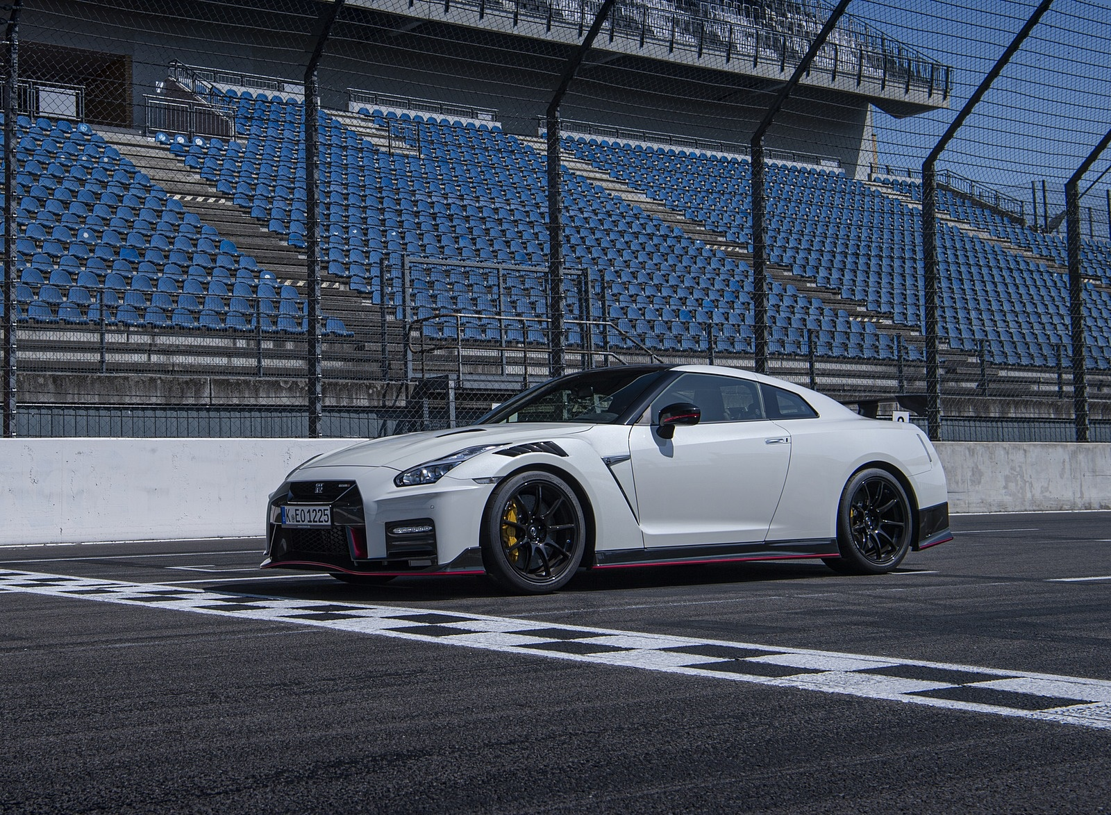 2020 Nissan GT-R NISMO Front Three-Quarter Wallpapers #25 of 90