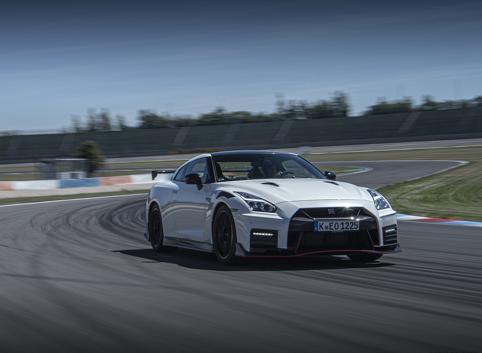 2020 Nissan GT-R NISMO Front Three-Quarter Wallpapers (13)