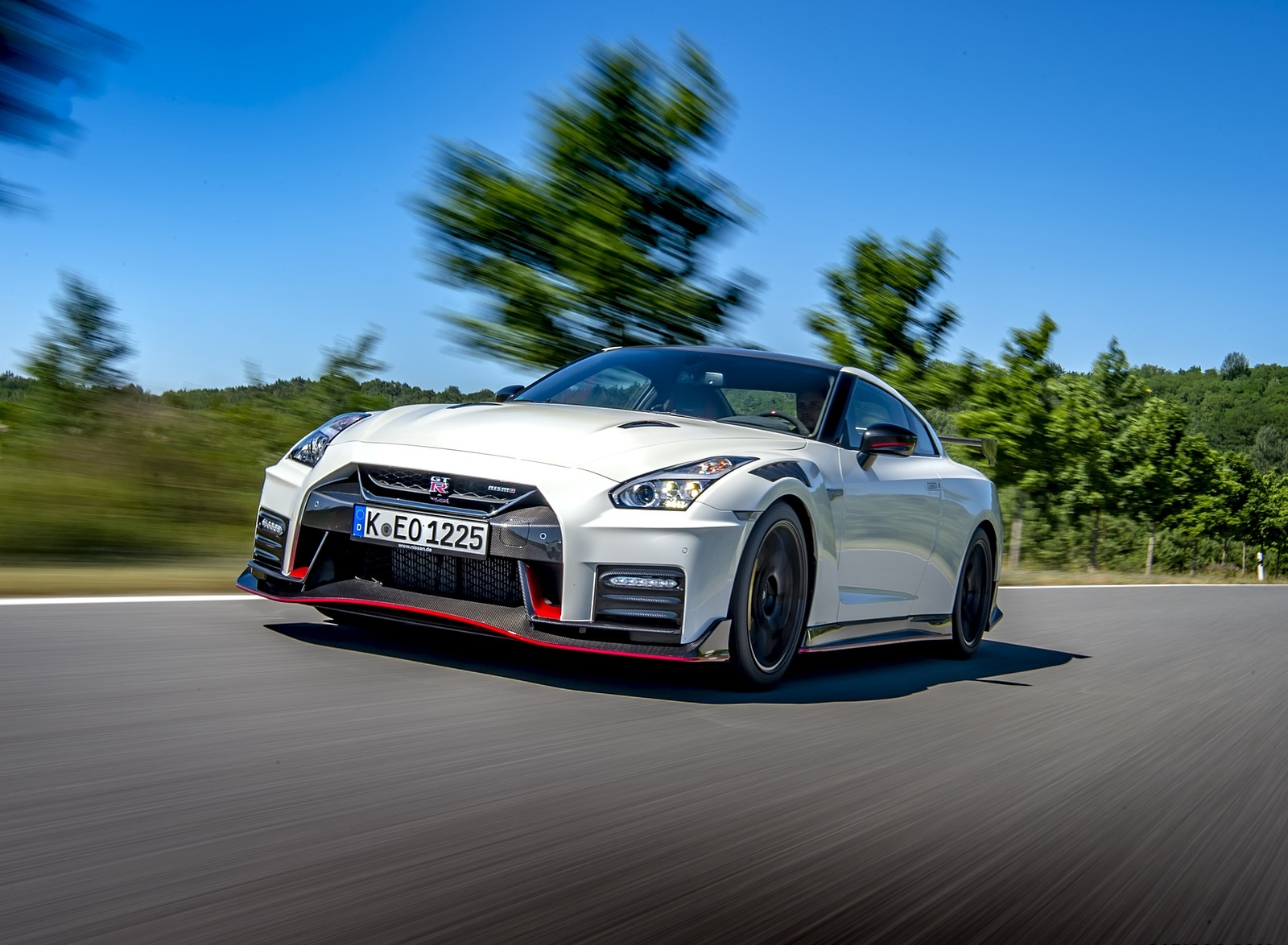 2020 Nissan GT-R NISMO Front Three-Quarter Wallpapers (3)
