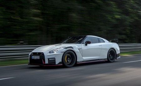 2020 Nissan GT-R NISMO Front Three-Quarter Wallpapers 450x275 (14)
