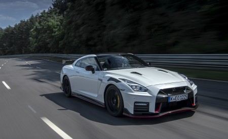 2020 Nissan GT-R NISMO Front Three-Quarter Wallpapers 450x275 (16)