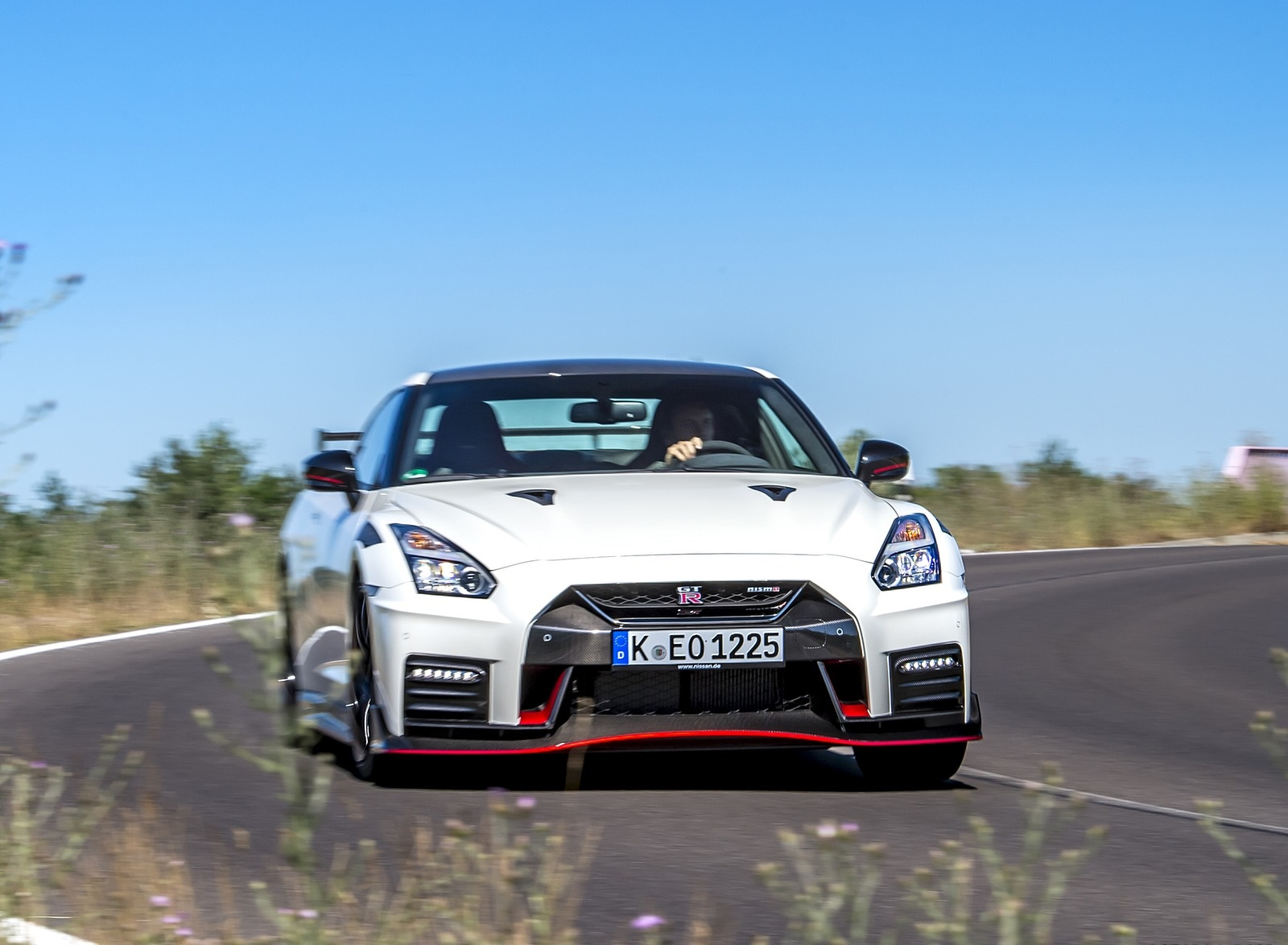 2020 Nissan GT-R NISMO Front Wallpapers (1)