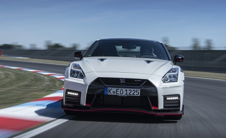 2020 Nissan GT-R NISMO Front Wallpapers 450x275 (20)