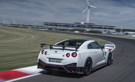 2020 Nissan GT-R NISMO Rear Three-Quarter Wallpapers 450x275 (21)