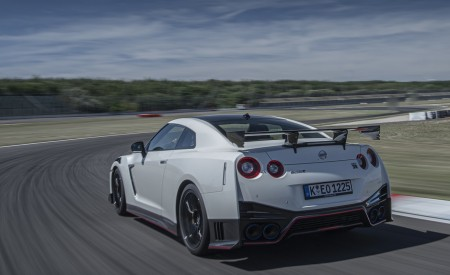 2020 Nissan GT-R NISMO Rear Three-Quarter Wallpapers 450x275 (22)