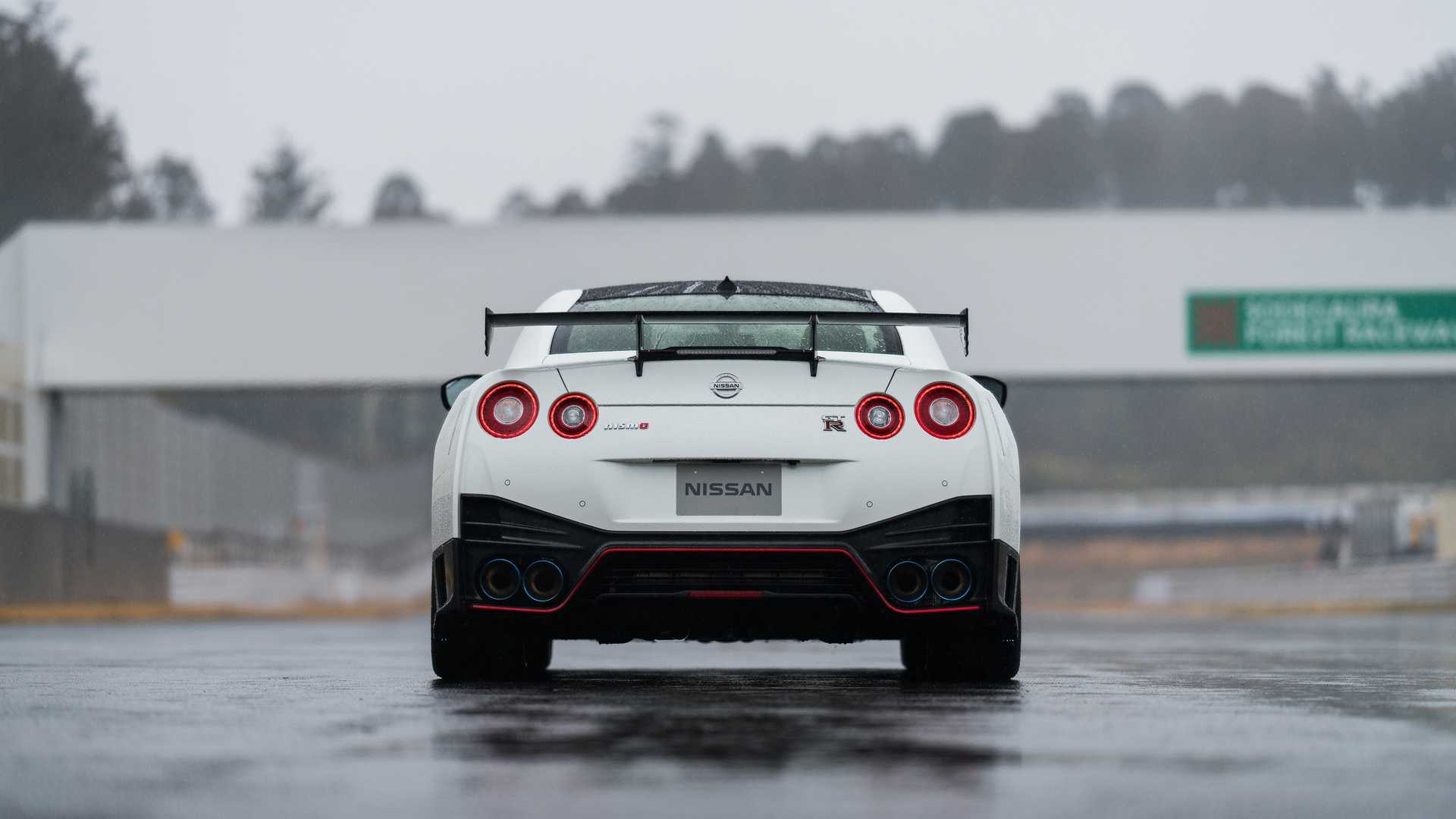 2020 Nissan GT-R NISMO Rear Wallpaper (8)