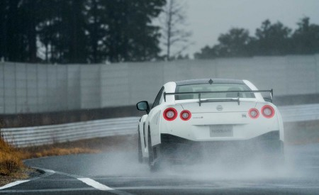 2020 Nissan GT-R NISMO Rear Wallpapers 450x275 (67)