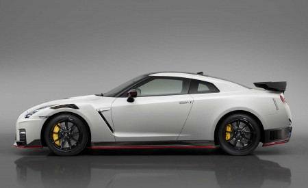 2020 Nissan GT-R NISMO Side Wallpapers 450x275 (87)
