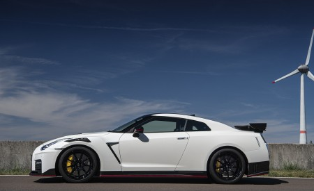 2020 Nissan GT-R NISMO Side Wallpapers 450x275 (35)