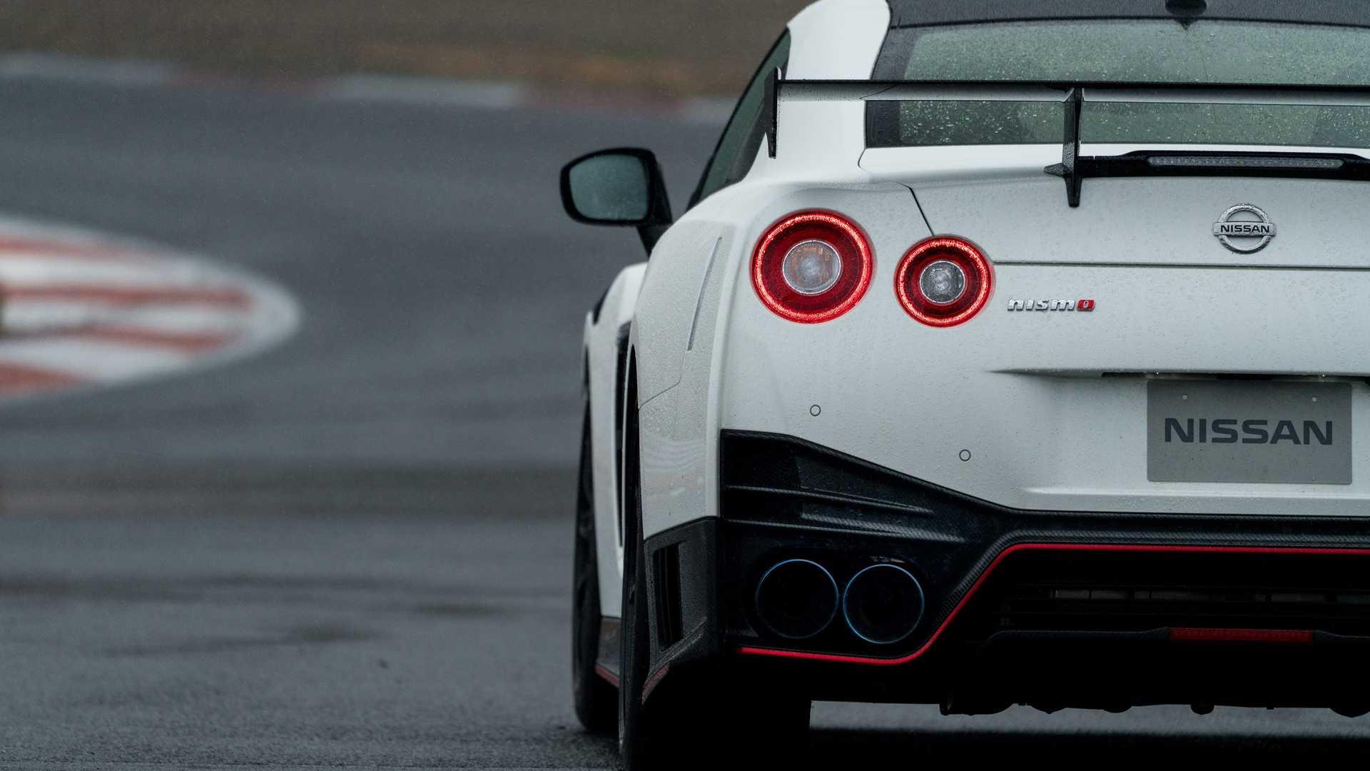 2020 Nissan GT-R NISMO Tail Light Wallpaper (11)