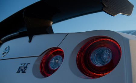 2020 Nissan GT-R NISMO Tail Light Wallpapers 450x275 (47)