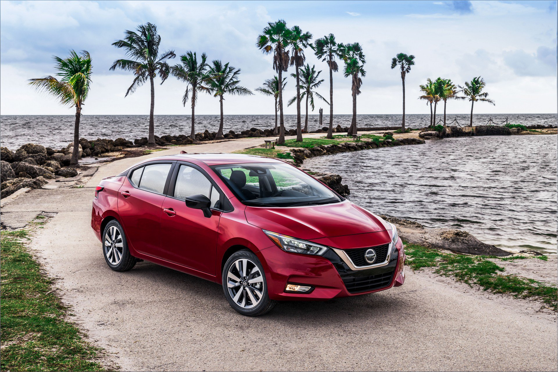 2020 Nissan Versa Front Three-Quarter Wallpapers (4)