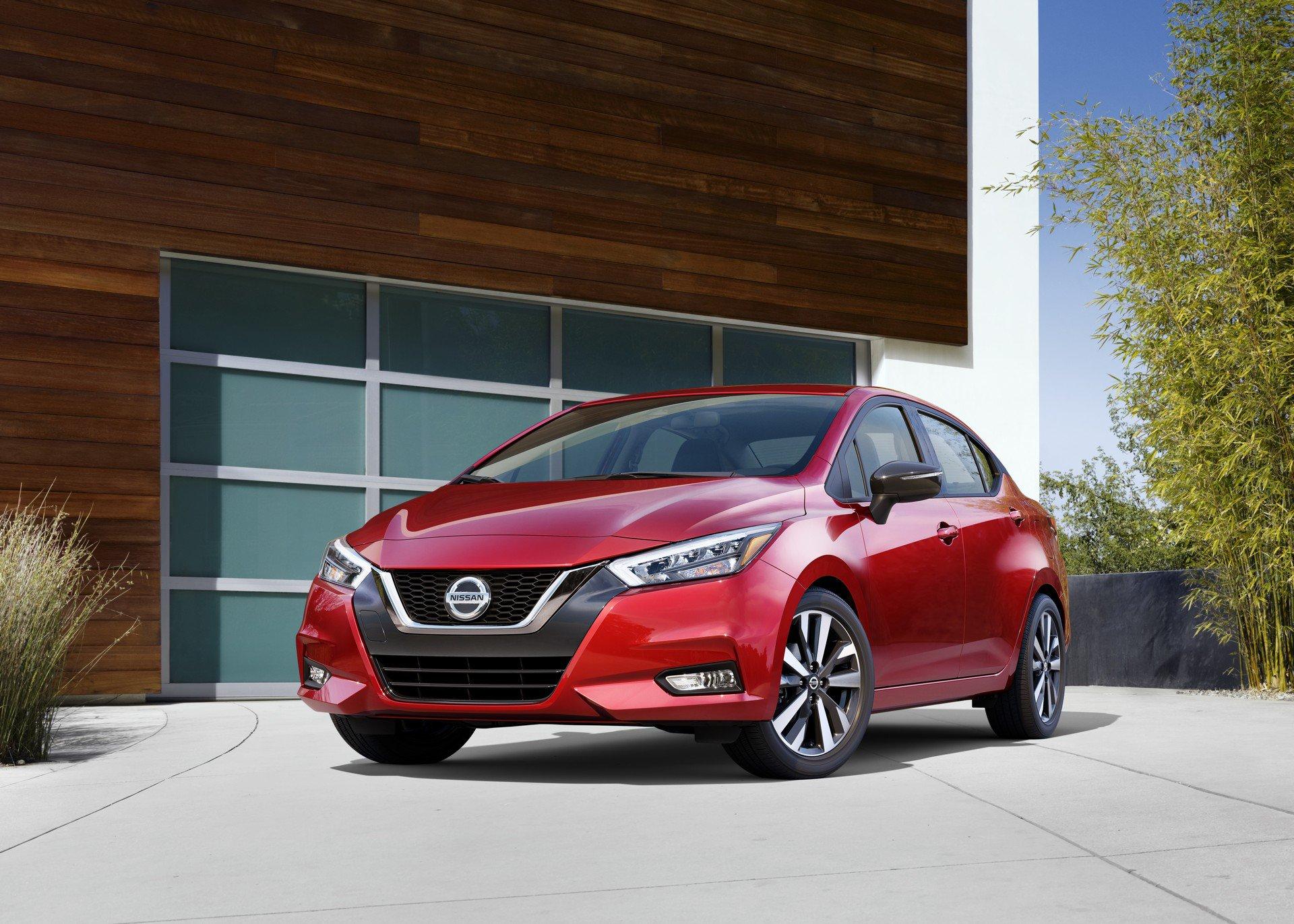 2020 Nissan Versa Front Three-Quarter Wallpaper (1)