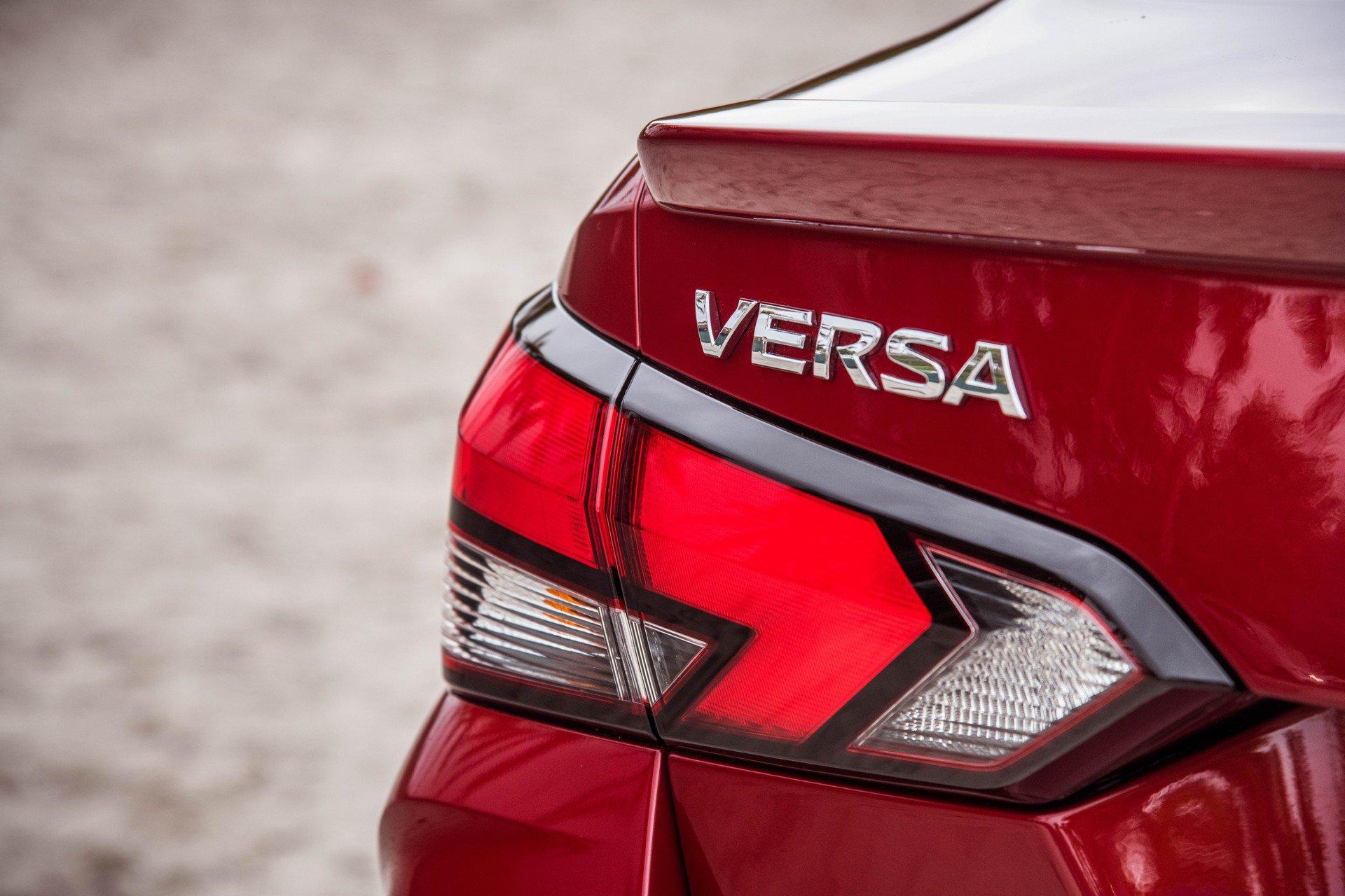 2020 Nissan Versa Tail Light Wallpaper (13)