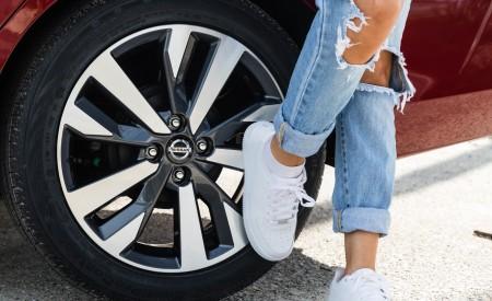2020 Nissan Versa Wheel Wallpaper 450x275 (35)