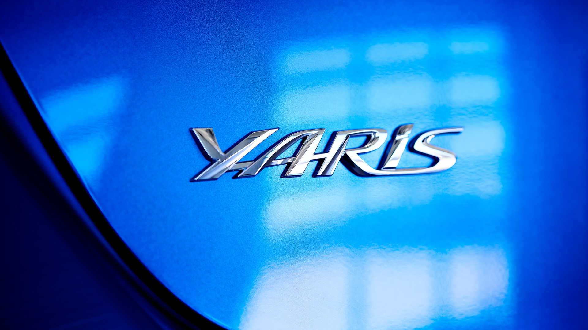 2020 Toyota Yaris Hatchback Badge Wallpaper (5)