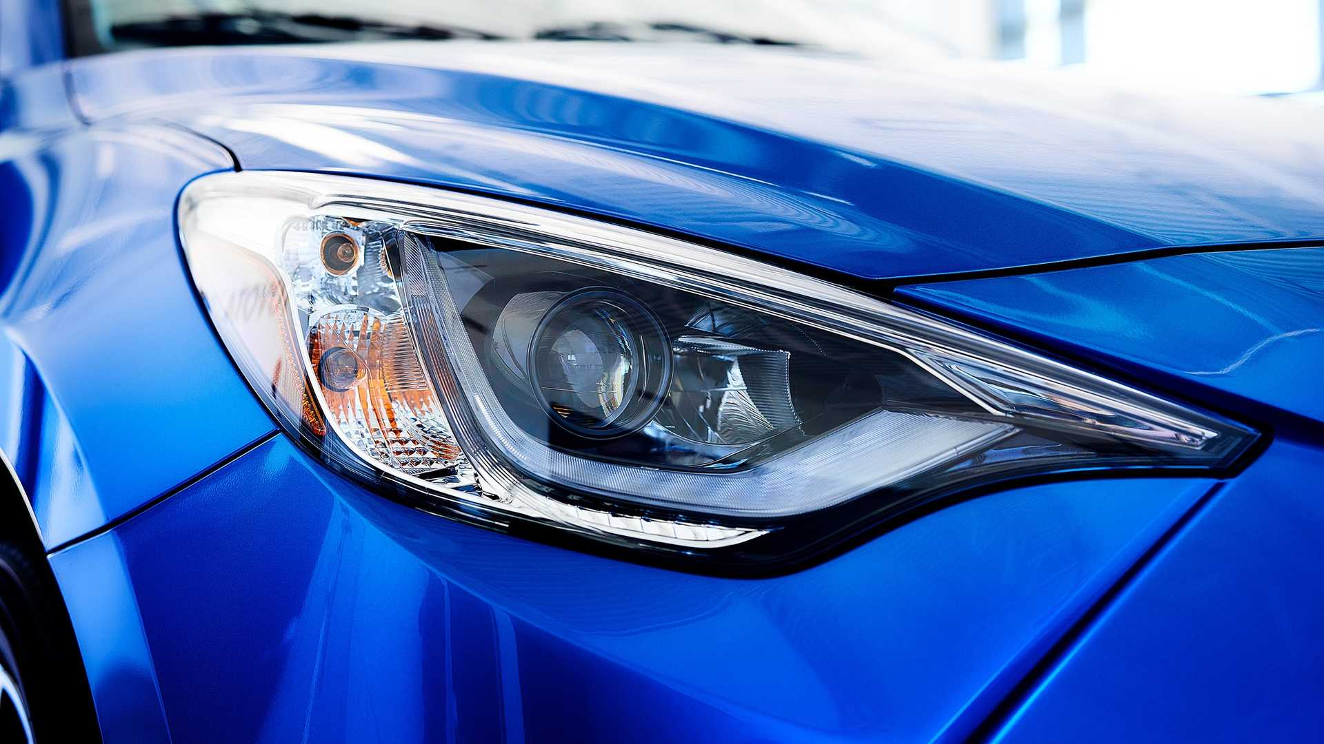 2020 Toyota Yaris Hatchback Headlight Wallpaper (7)