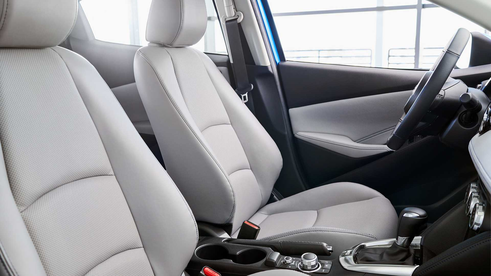 2020 Toyota Yaris Hatchback Interior Cockpit Wallpaper (10)