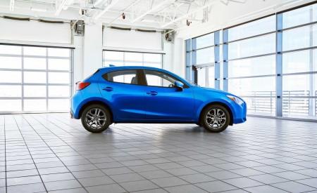 2020 Toyota Yaris Hatchback Side Wallpapers 450x275 (3)