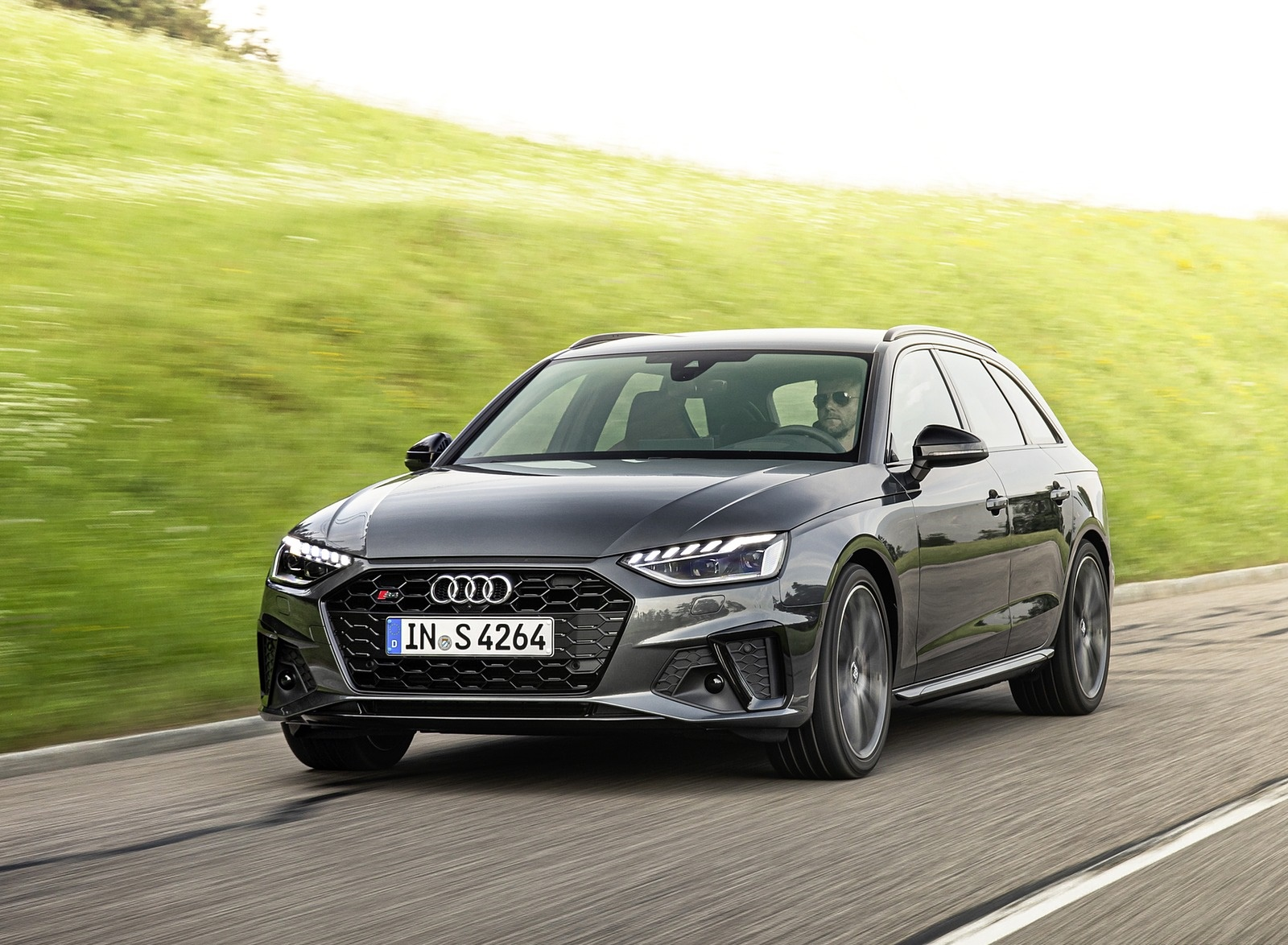 2019 Audi S4 Avant TDI (Color: Daytona Gray) Front Three-Quarter Wallpapers (3)