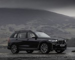 2019 BMW X7 M50d (UK-Spec) Front Three-Quarter Wallpapers 150x120 (13)