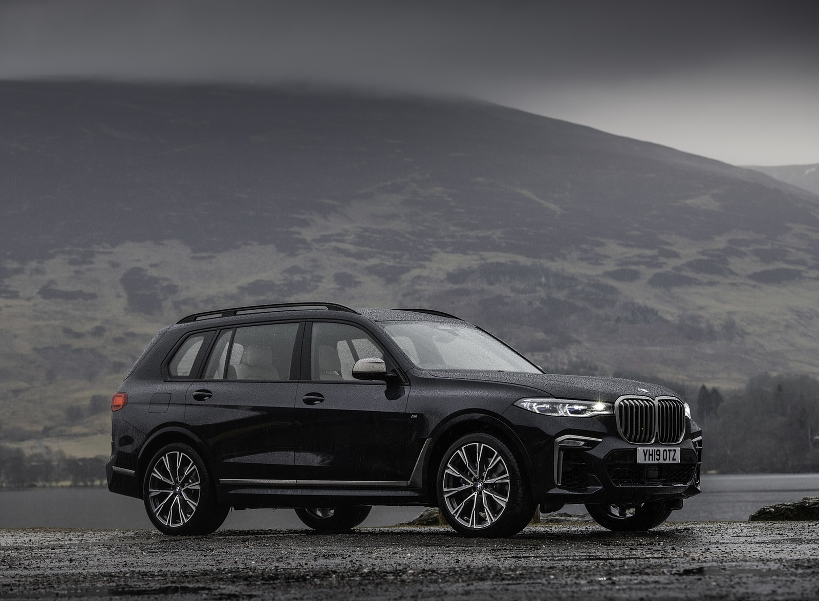 2019 BMW X7 M50d (UK-Spec) Front Three-Quarter Wallpapers (13)