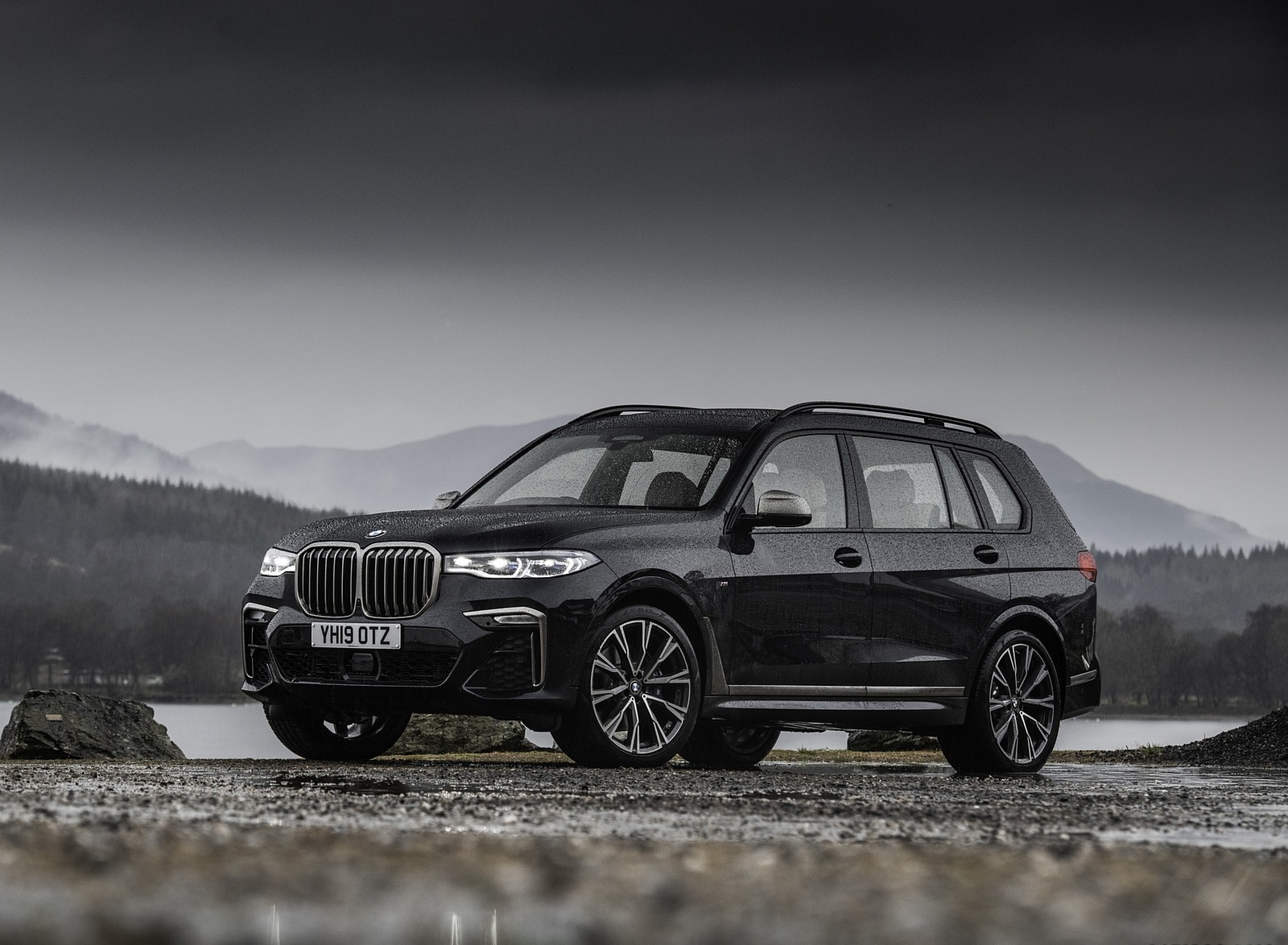 2019 BMW X7 M50d (UK-Spec) Front Three-Quarter Wallpapers (14)