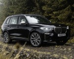 2019 BMW X7 M50d (UK-Spec) Front Three-Quarter Wallpapers 150x120 (16)