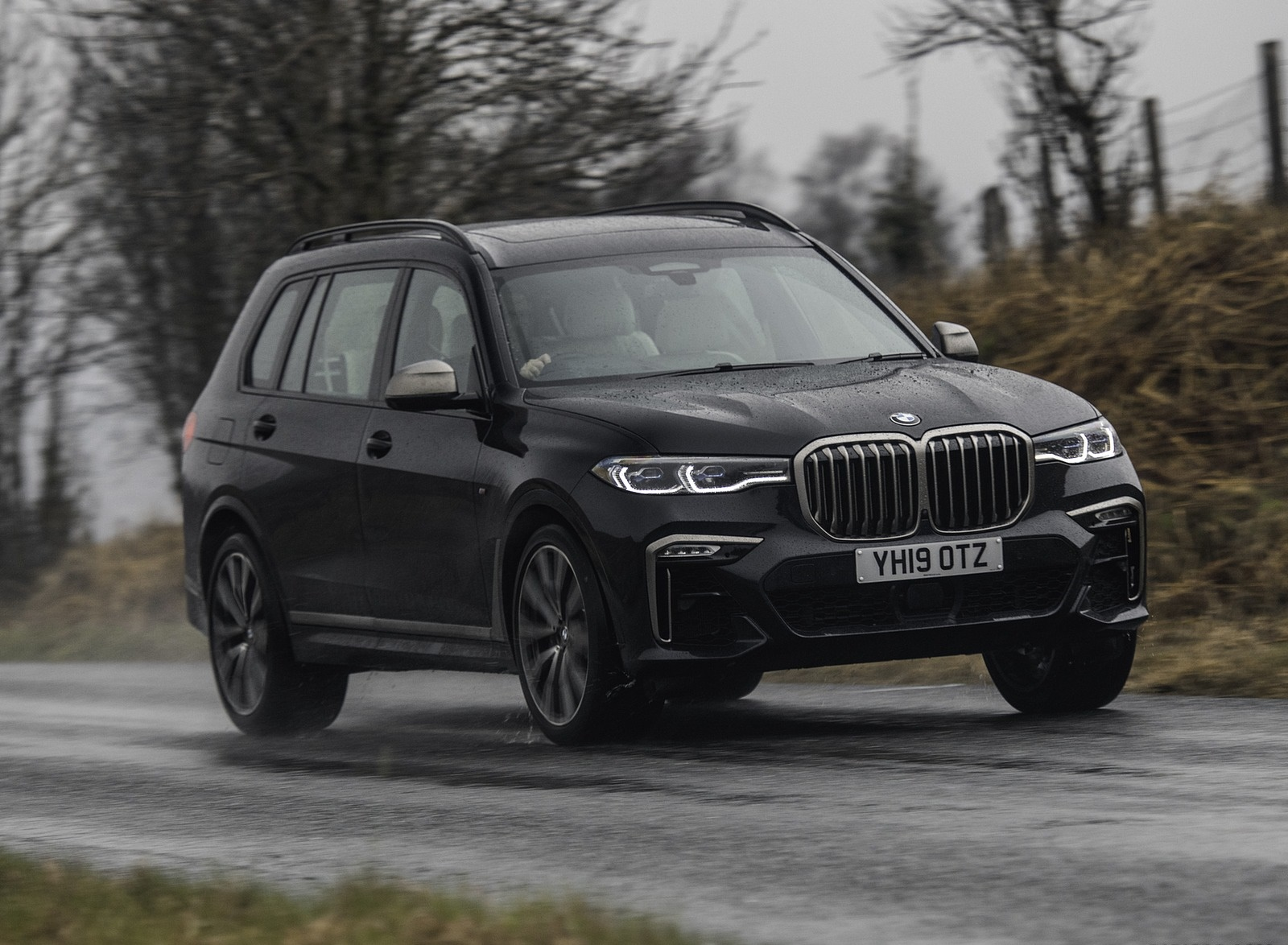 2019 BMW X7 M50d (UK-Spec) Front Three-Quarter Wallpapers (4)