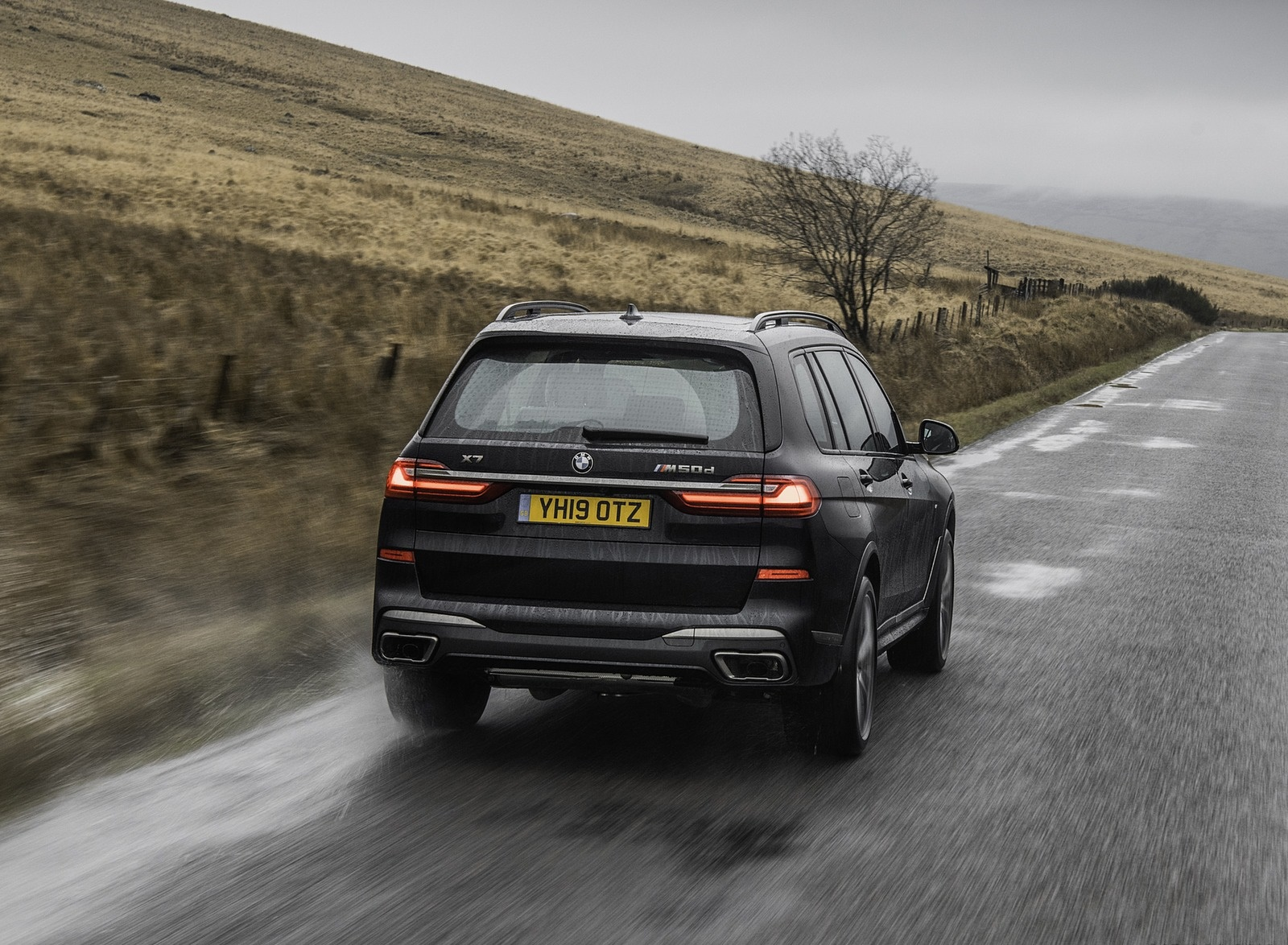 2019 BMW X7 M50d (UK-Spec) Rear Wallpapers (10)