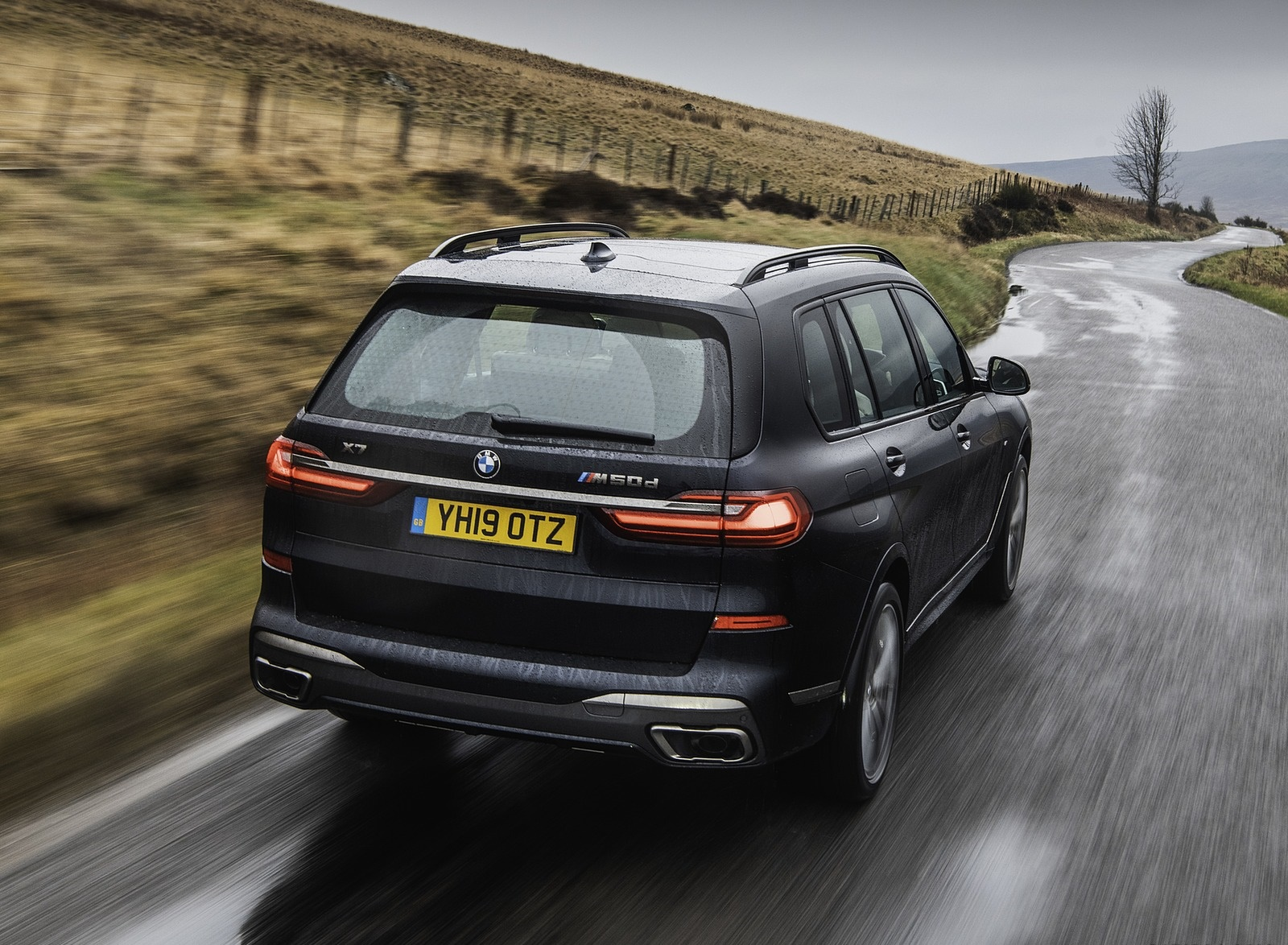 2019 BMW X7 M50d (UK-Spec) Rear Wallpapers (11)