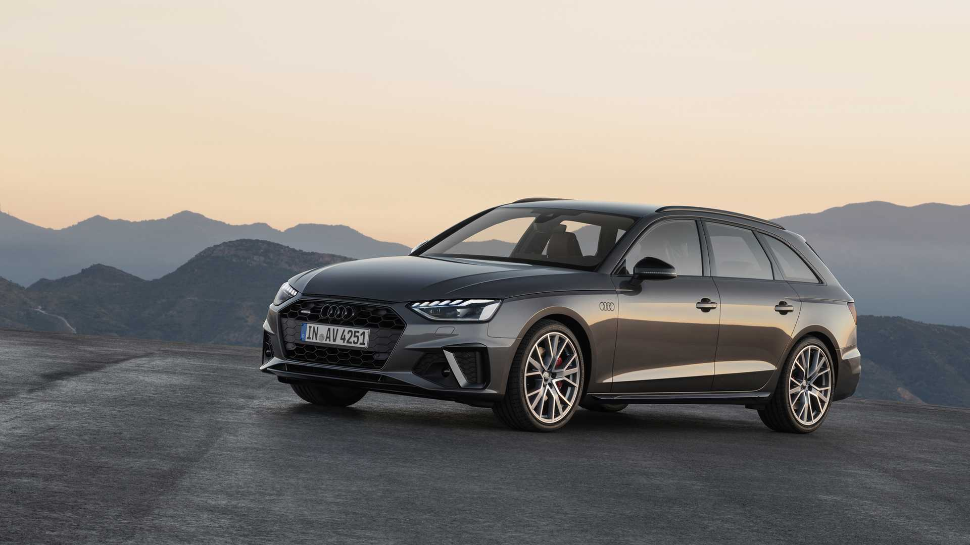2020 Audi A4 Avant (Color: Terra Gray) Front Three-Quarter Wallpapers (3)