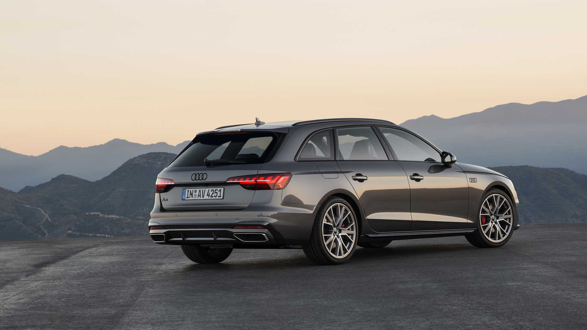 2020 Audi A4 Avant (Color: Terra Gray) Rear Three-Quarter Wallpapers (4)