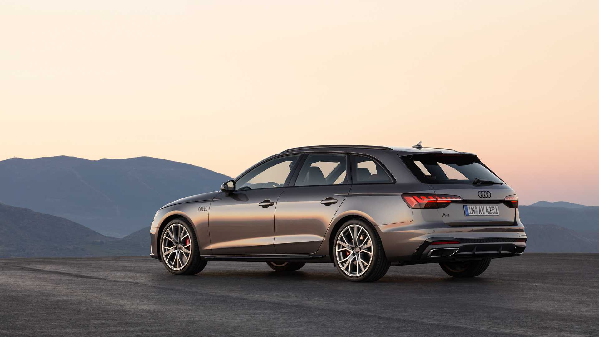 2020 Audi A4 Avant (Color: Terra Gray) Rear Three-Quarter Wallpapers (5)