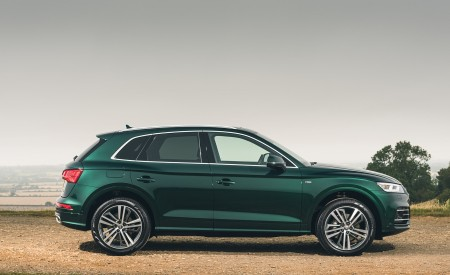 2020 Audi Q5 55 TFSI e Plug-In Hybrid Side Wallpapers 450x275 (103)