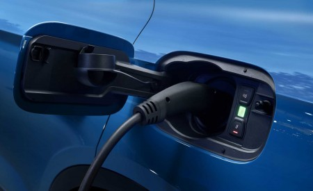2020 Audi Q5 55 TFSI e quattro Plug-in Hybrid (Color: Turbo Blue) Charging Wallpapers 450x275 (154)